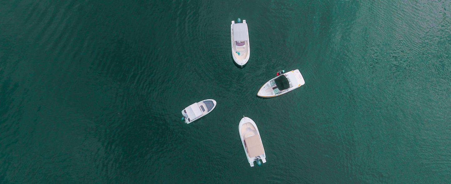 4 bateaux sur le lac du bourget